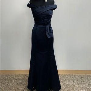 SAMPLE Bill Levkoff navy formal dress. Size 8.